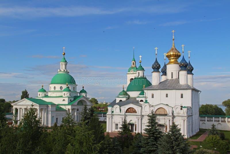 Architektoniczny zespół Spaso-Yakovlevsky St Jacob wybawiciela monaster w letnim dniu, Rostov Velikiy, Rosja zdjęcie stock