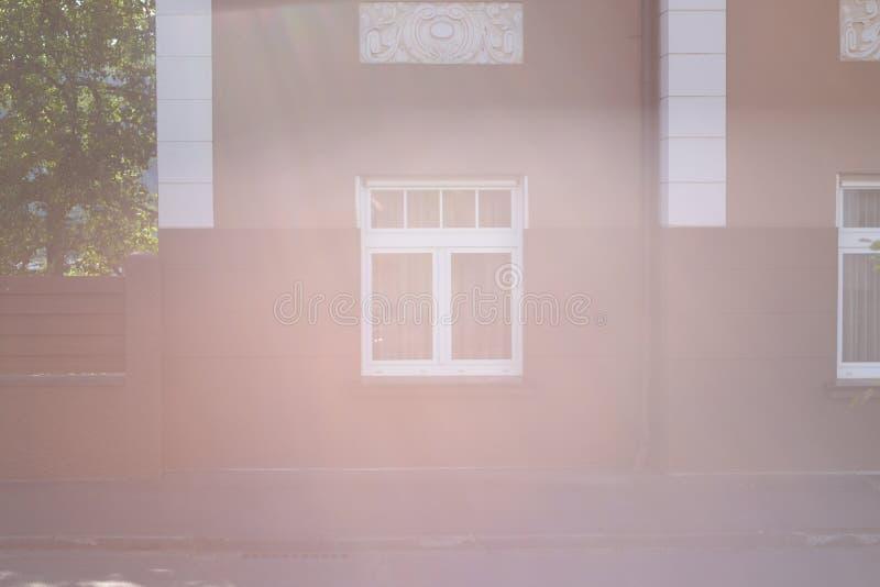 Architektur aus traditionellen deutschen entworfenen Wänden mit kleineren Fenstern heraus stockbilder