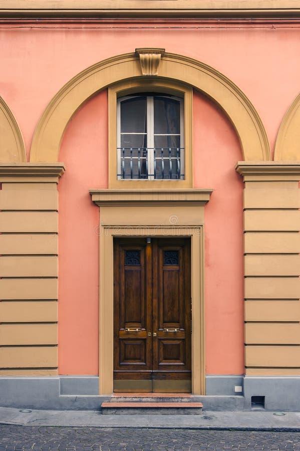 Architektur in der italienischen Stadt von Bologna lizenzfreies stockfoto