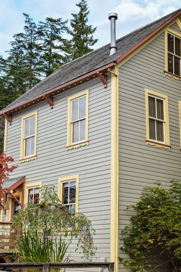 Architektur in Ketchikan Alaska, traditionelles Bekleidungsgeschäft lizenzfreies stockbild