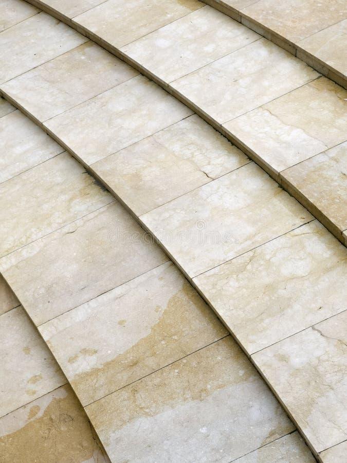 Architektur mit Zeilen auf dem Fußboden lizenzfreie stockfotos