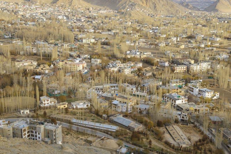 Architektur von alter Hauptstadt von Königreich Budhhist Ladakh bei Himalaja lizenzfreies stockfoto