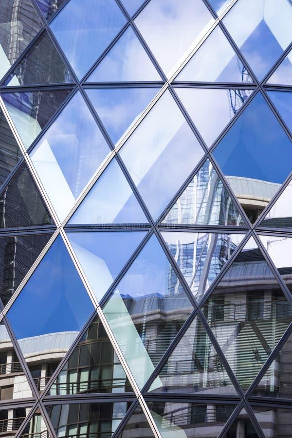 Architektur von London, Geschäftsgebiet, 30 St. Mary Axe lizenzfreie stockfotografie