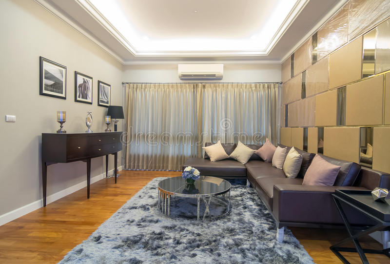 Architektur-Wohnzimmer-Innenraum des q-Haus Prukpirom-Regenten Rachapruk- Ratanathibet stockbild