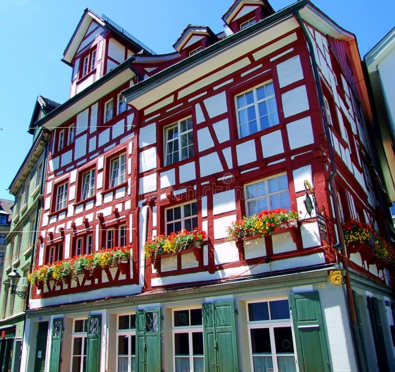architektura, budynek, dom, miasto nadokienny, stary, Europe, fasada, miasteczko, domy, niebo, podróż, powierzchowność, okno, uli obrazy stock