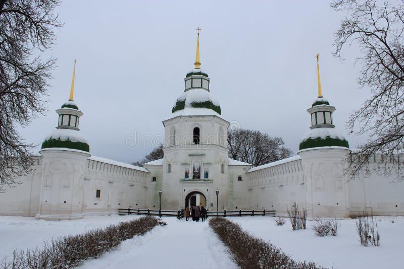 Download Architektura Monaster W Zimie Zdjęcie Stock - Obraz złożonej z dzwon, human: 28952286