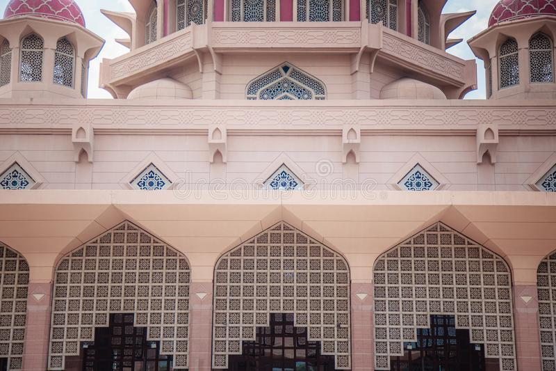 Architektura sławny różowy budynek Putra meczet obraz stock