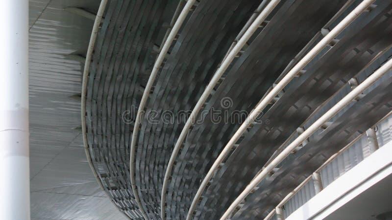 Architektura z wiele okręgami brogującymi wokoło patrzeć wygodny zdjęcie stock