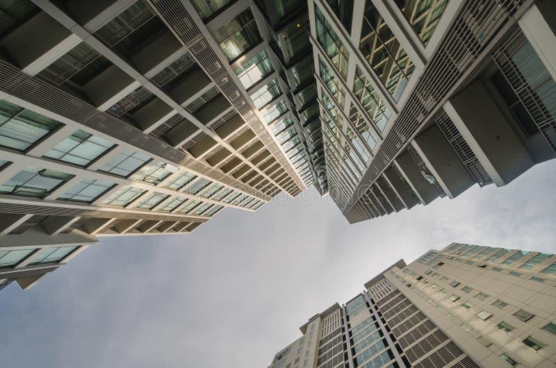 Architekturansicht des hohen Aufstiegsgebäudes stockfoto