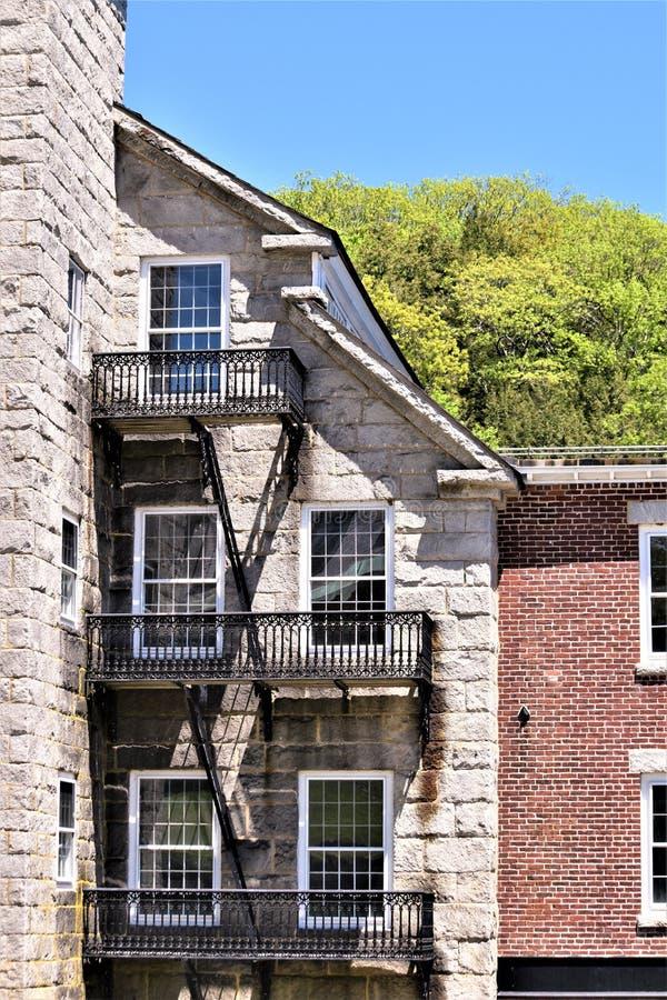 Architekturansicht woolen Mühlkuppel der des 18. Jahrhunderts stellte in die ländlich idyllisch Stadt von Harrisville, New Hampsh stockbild