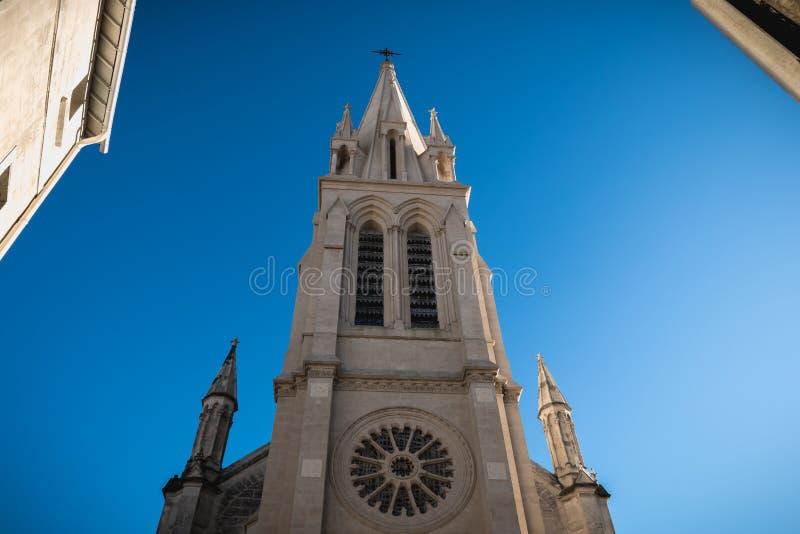 Architekturdetail der gotischen Neokirche St Anne in Montpellier, Frankreich stockfotos