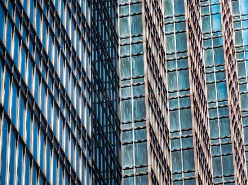 Architekturdetail des hohen modernen Wolkenkratzers stockbilder