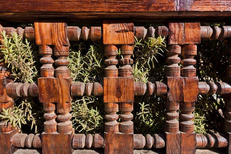 Architekturdetail eines Bretterzauns am Garten in Marrakesch, Marokko stockfoto