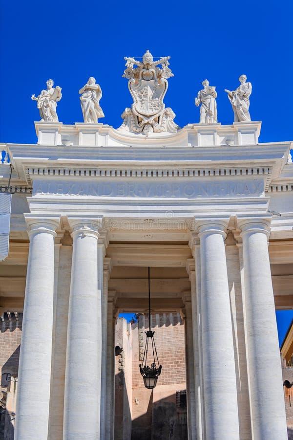 Architekturdetail im Heiligen Peter Square in Vatikan, Rom, Ital lizenzfreie stockfotos