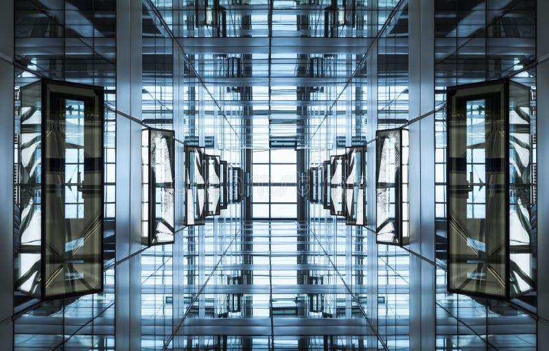 Architekturdetailmodernes geometrisches Glasstahlfassade Gebäude lizenzfreie stockfotos