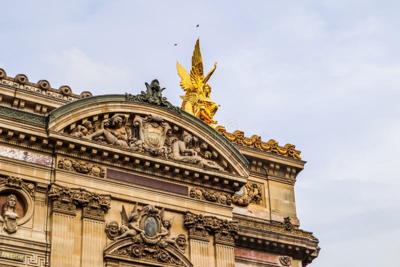 Architekturdetails der Fassade des Paris-Opern-Palais Garnier frankreich April 2019 stockfotos