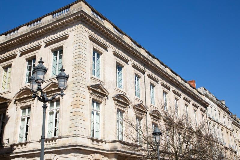 Architekturfassade Haussmann eines Wohngebäudes im Bordeaux Frankreich wie Paris stockfotografie