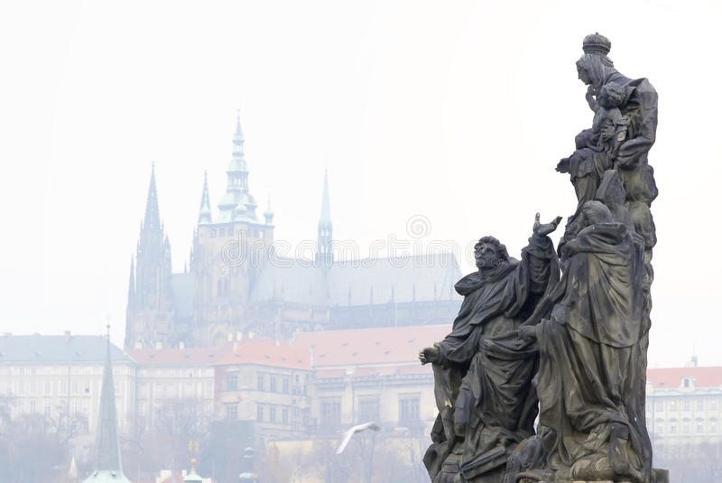 Architekturmonument auf Charles Bridge stockbild