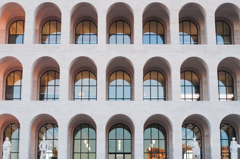 Architektursonderkommando von quadratischem Colosseum in Rom stockbilder