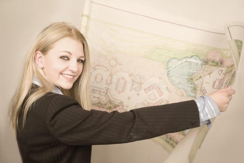 Architetto con le cianografie immagini stock libere da diritti