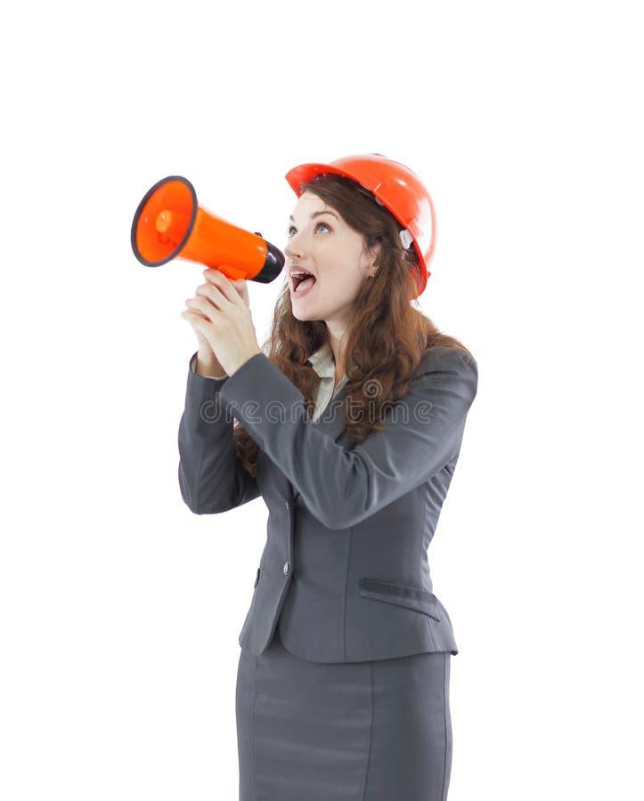 Architetto femminile sicuro - l'ingegnere grida in un megafono un megafono fotografia stock libera da diritti