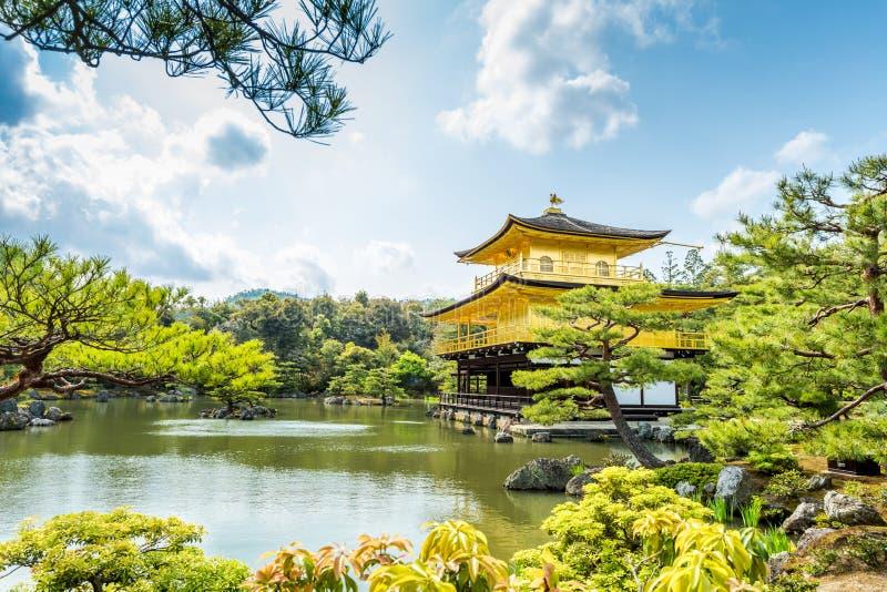 Architettura al tempio di Kinkakuji il padiglione dorato a Kyoto, fotografia stock