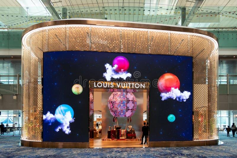 Architettura anteriore di progettazione di Louis Vuitton di marca di deposito con progettazione leggera di illuminazione marca ci fotografia stock libera da diritti