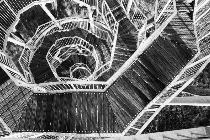 Architettura in bianco e nero della scala di bobina immagini stock