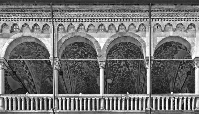 Architettura classica e costruzione con le colonne ed arco a Padova, Italia fotografie stock libere da diritti