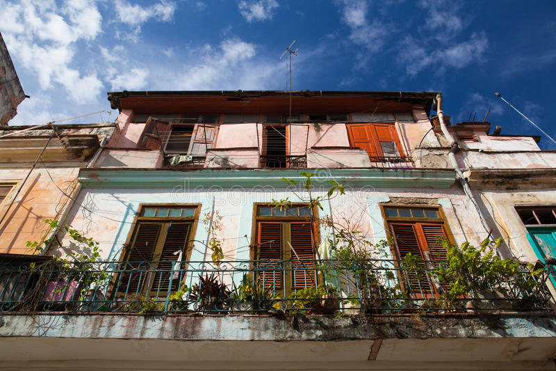 Architettura coloniale classica a vecchia Avana, Cuba immagine stock