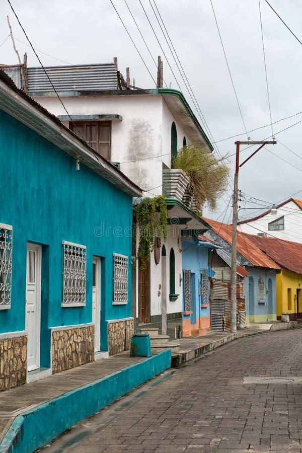 Architettura coloniale Colourful in Flores Guatemala immagine stock libera da diritti