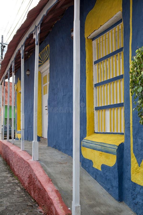 Architettura coloniale Colourful in Flores Guatemala fotografie stock libere da diritti