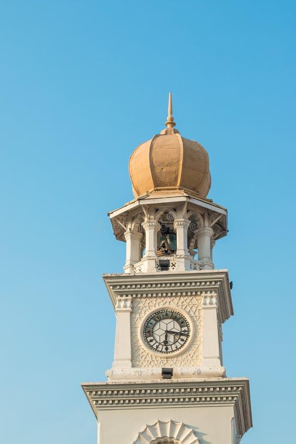 Architettura coloniale di era su una torre di orologio a Georgetown, Pulau Penang, Malesia fotografia stock libera da diritti