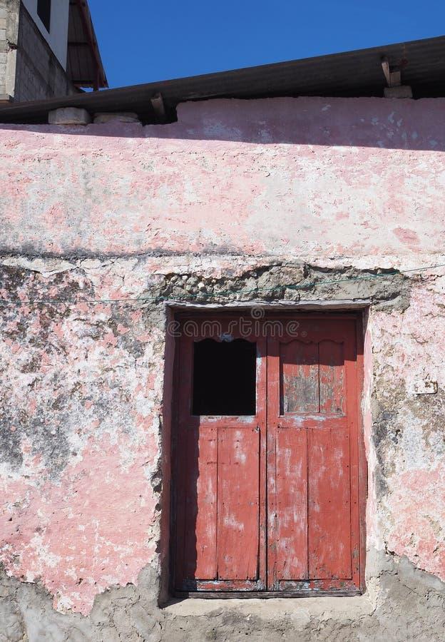 ARCHITETTURA COLOURFUL DELLA PORTA & DI WINDOWS - FLORES, GUATEMALA immagini stock