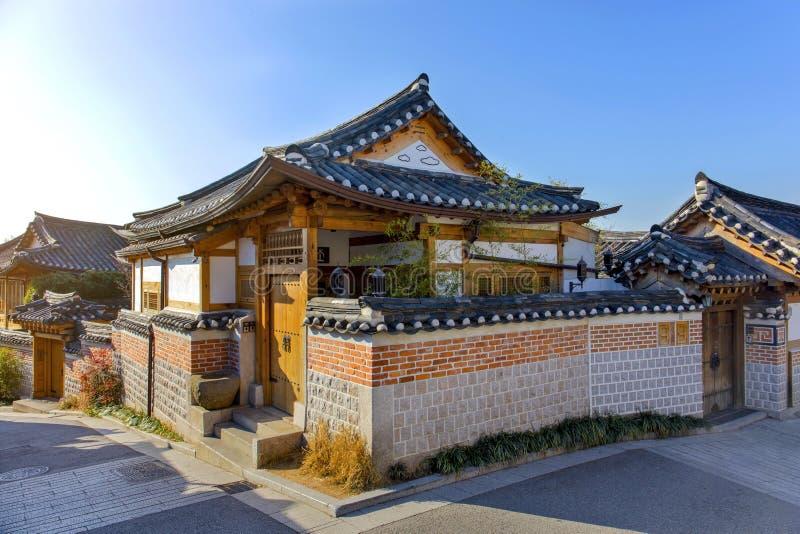 Architettura coreana tradizionale di stile della vecchia Camera al villaggio di Bukchon Hanok fotografia stock