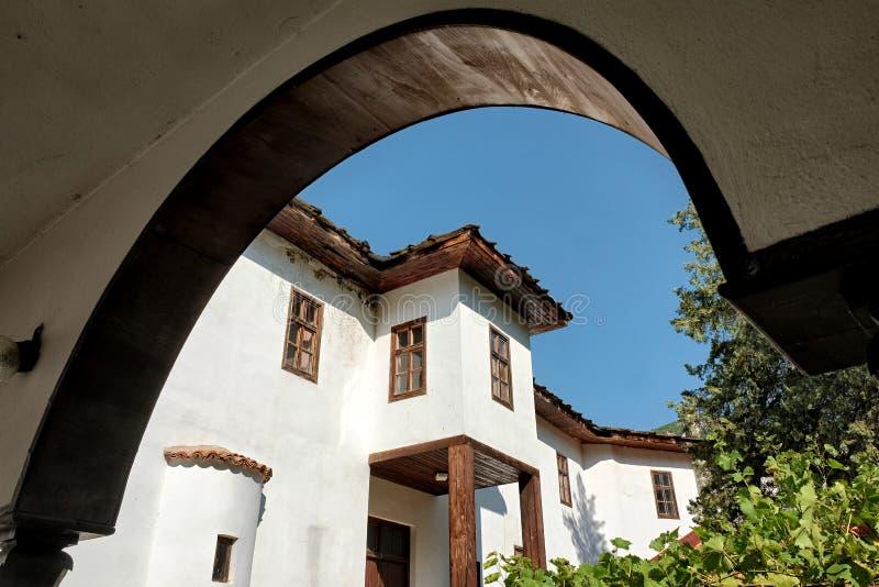 Architettura del Balcani del monastero di Cherepish, Bulgaria immagine stock libera da diritti