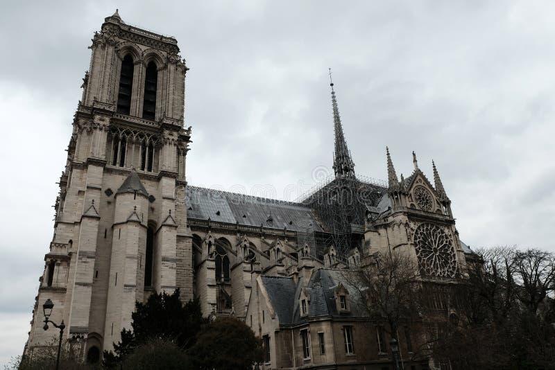 Architettura della Francia Facciata della cattedrale di Notre Dame de Paris France 03 20 2019 fotografie stock libere da diritti