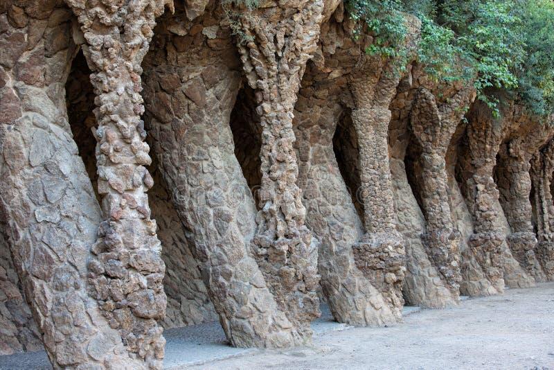 Architettura di Guell del parco da Antoni Gaudi a Barcellona fotografia stock libera da diritti