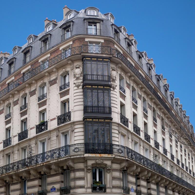 Architettura di Parigi - casa d'angolo 1 del H. Malot immagine stock libera da diritti