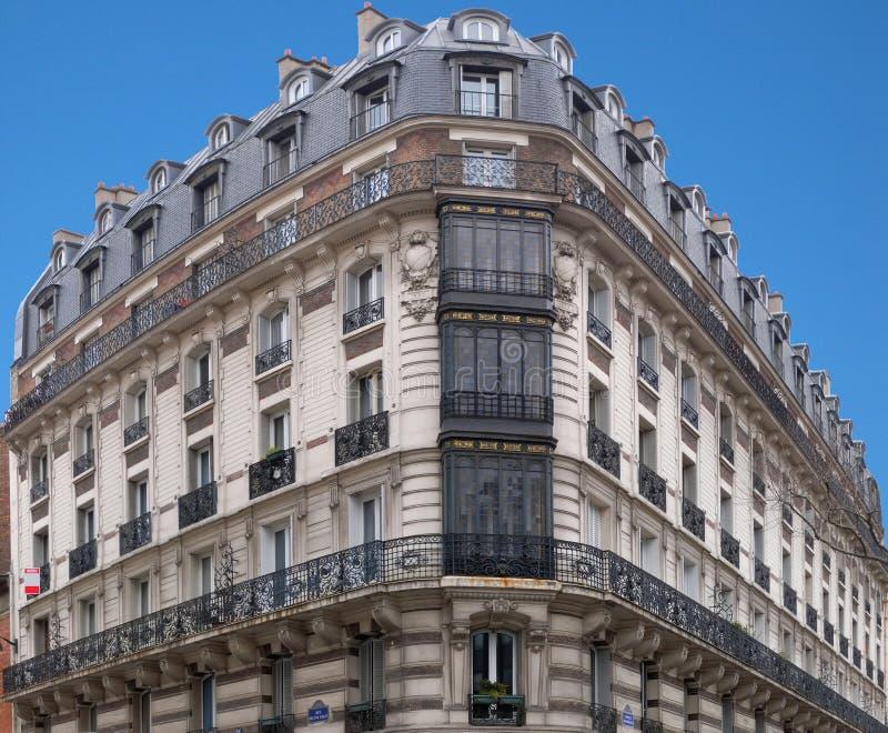 Architettura di Parigi - casa d'angolo 2 del H. Malot immagine stock