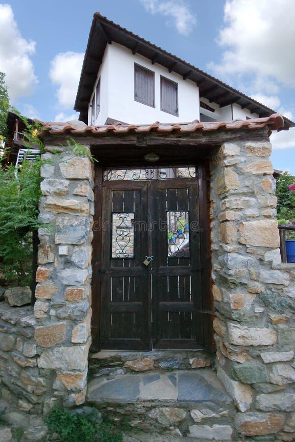 Architettura di pietra della costruzione da Paleo Panteleimonas Grecia fotografia stock libera da diritti