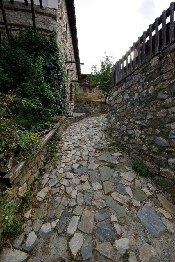 Architettura di pietra della costruzione da Paleo Panteleimonas Grecia immagine stock libera da diritti