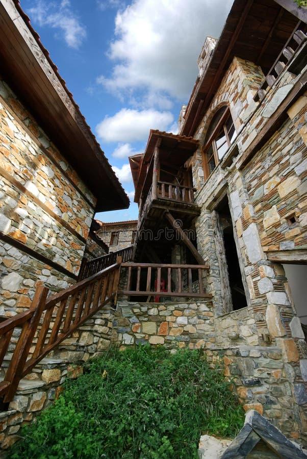Architettura di pietra delle costruzioni da Paleo Panteleimonas Grecia immagine stock libera da diritti