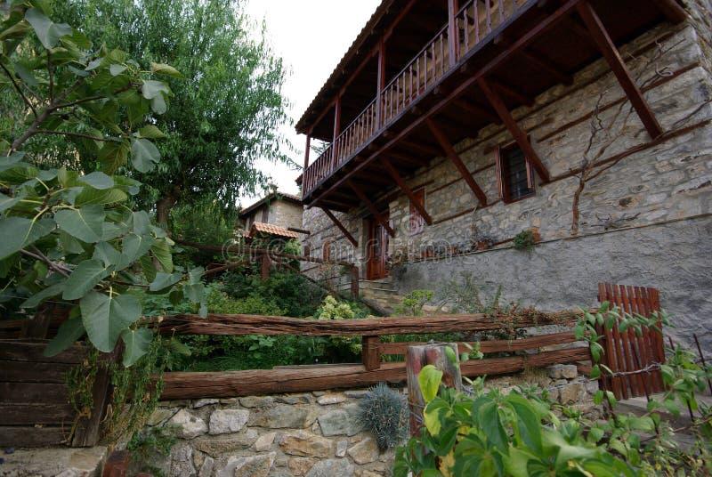 Architettura di pietra delle costruzioni da Paleo Panteleimonas Grecia fotografia stock libera da diritti