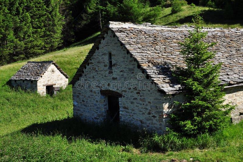 Architettura di pietra tradizionale della montagna casa for Architettura della casa di campagna