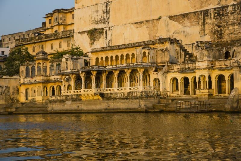 Architettura di Rajput del palazzo della città, Udaipur fotografia stock