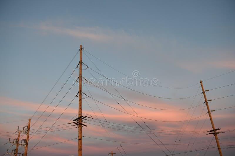 Architettura elettrica della sottostazione e linee ad alta tensione dell'alimentazione elettrica immagine stock libera da diritti