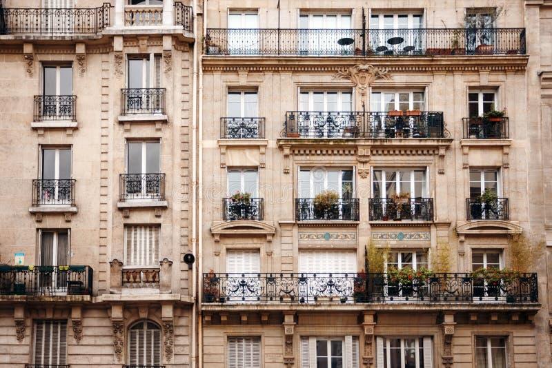 Case francesi tradizionali con le finestre tipiche france for Architettura case