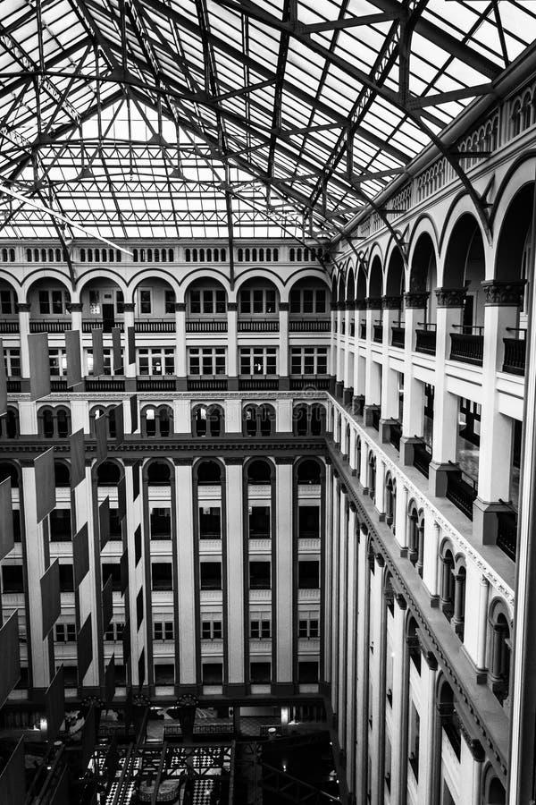 Architettura interna al vecchio ufficio postale, in Washington, DC immagini stock
