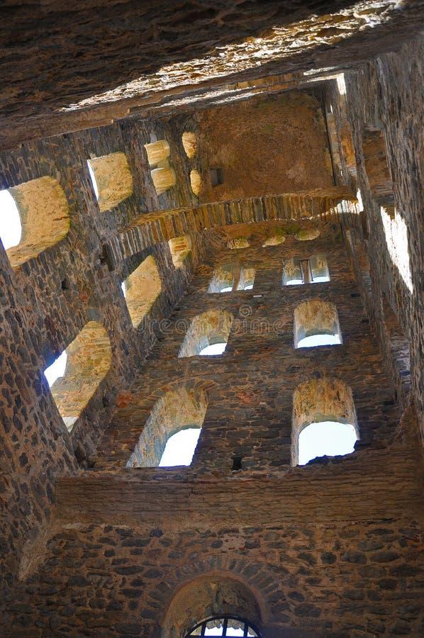 Architettura - l'arco interno della torre di una portata medievale fotografia stock libera da diritti